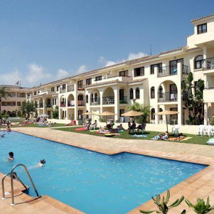 Zwembad van Hotel Puente Real in Torremolinos, Spanje