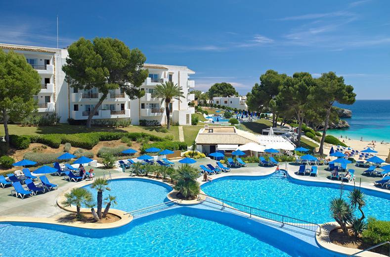 Zwembaden van Inturotel Esmeralda Park in cala d'or, Mallorca
