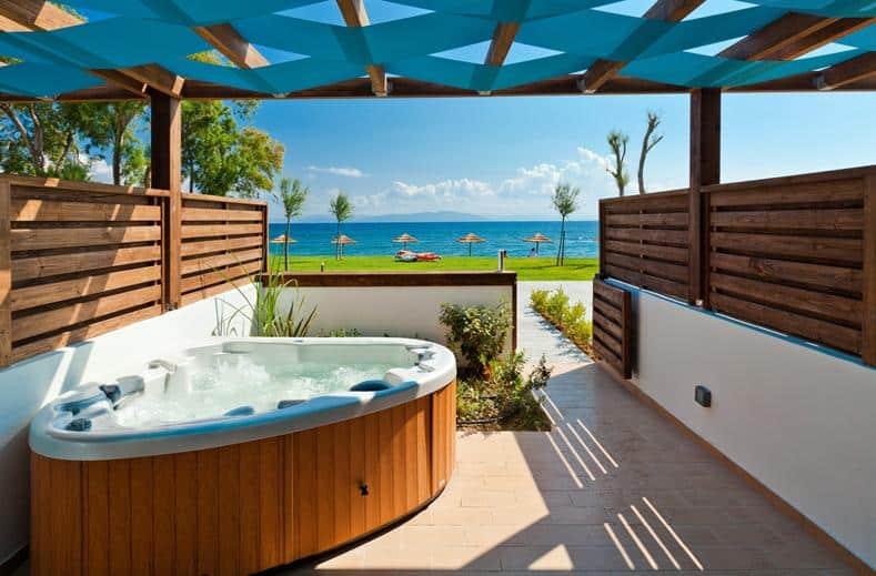 Suite met jacuzzi van TUI SENSIMAR Oceanis Beach en Spa Resort in Kos-Stad, Kos