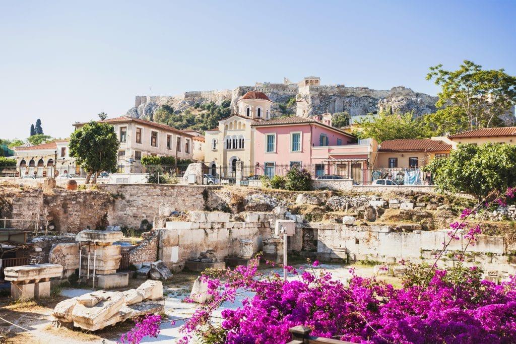 Oude Griekse straat in het Plaka District, Athene, Griekenland