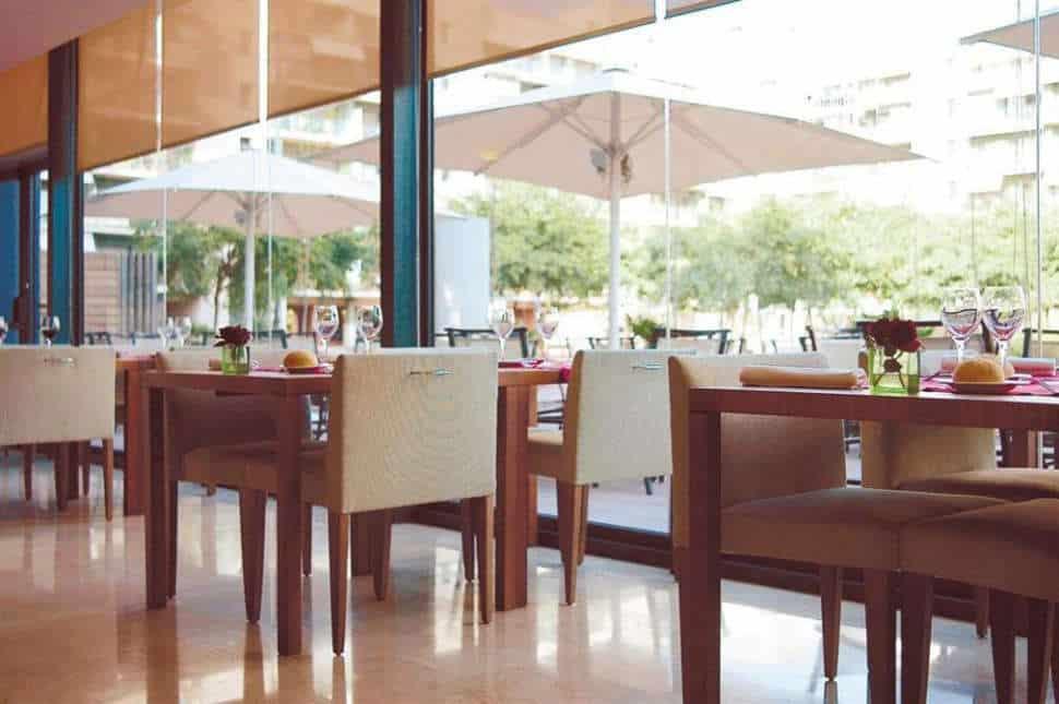 Restaurant van Hotel Hesperia Del Mar in Barcelona, Spanje