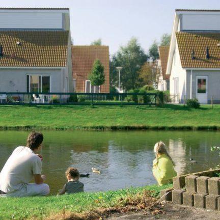 Huisjes van Roompot vakanties Zeeland Village in Scharendijke, Zeeland