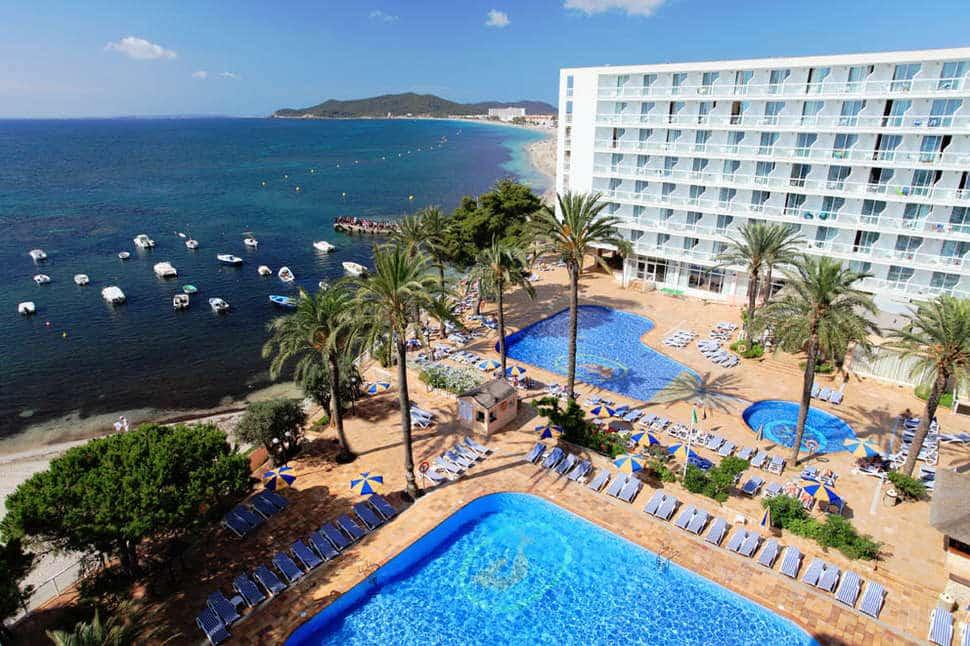 Zwembaden van Sirenis tres Carabelas in Playa d'en Bossa, Ibiza