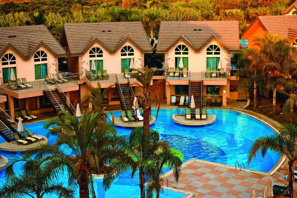 Zwembad van Long Beach Resort en Spa Deluxe in Alanya, Turkije