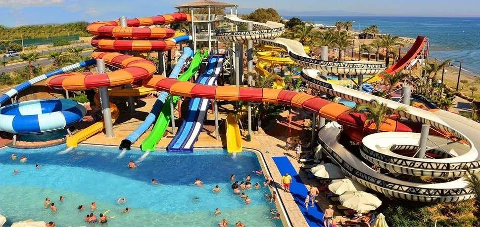 Waterpark van Long Beach Resort en Spa Deluxe in Alanya, Turkije