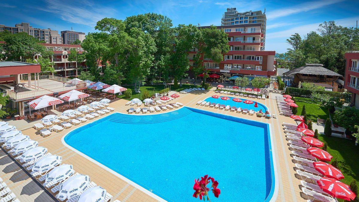 Zwembad van Appartementencomplex Zornitsa in Sunny Beach, Bulgarije