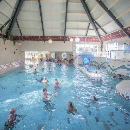 Subtropisch zwemparadijs van Bungalowpark Zuiderzee in Medemblik, Noord-Holland