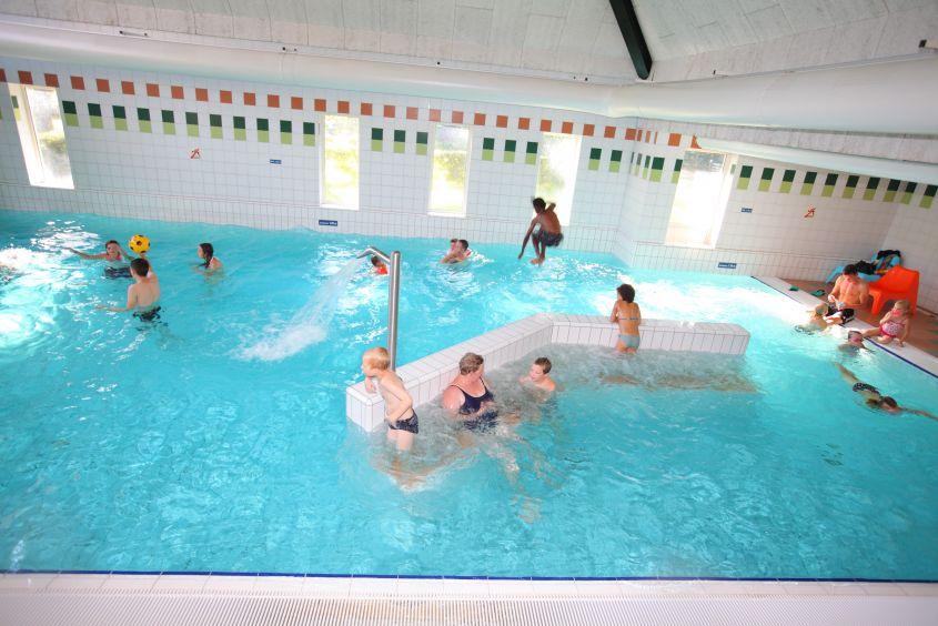 Zwembad van vakantiepark Het Hoge Zand in Hooghalen, Drenthe
