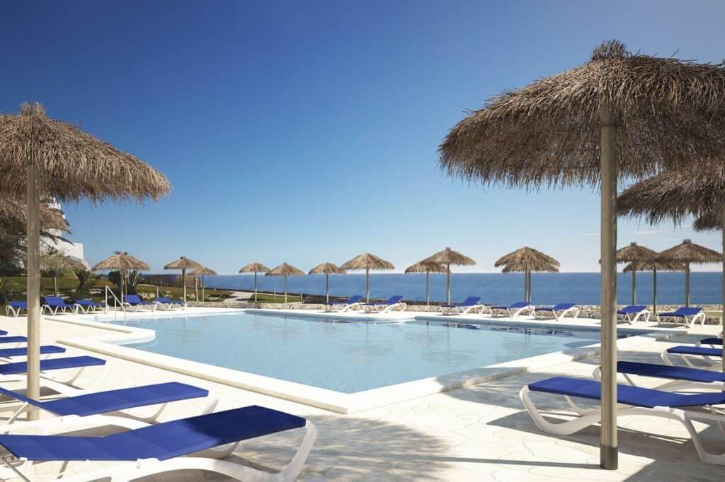 Zwembad van Roc Suites Las Rocas