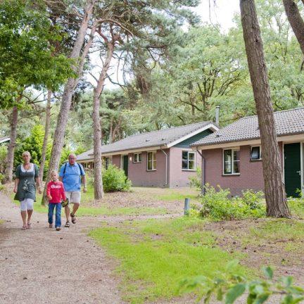 Familie op Bospark De Bikkels in Vlierden, Noord-Brabant