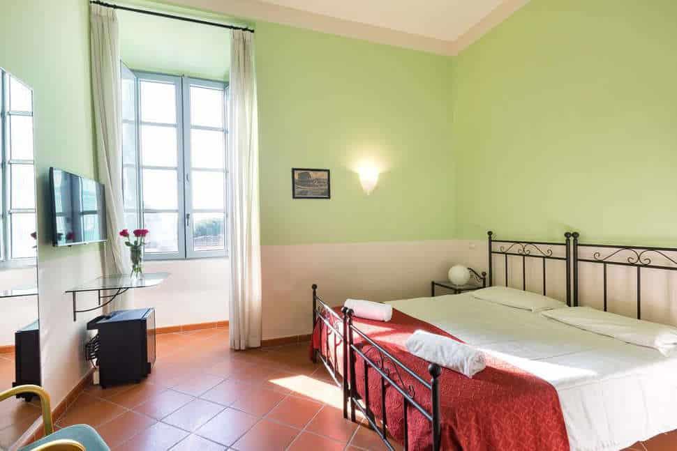 Hotelkamer in hotel Domus Sessoriana in Rome, Italie