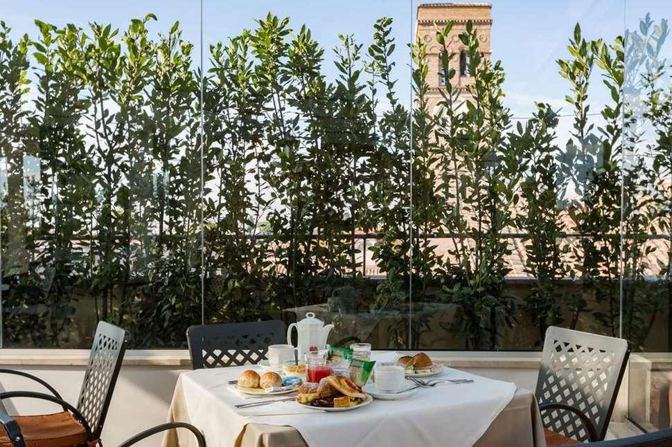 Ontbijt in hotel Domus Sessoriana in Rome, Italie