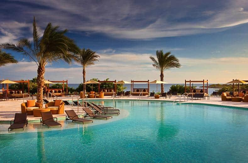Zwembad van Santa Barbara Beach en golf resort in Nieuwpoort, Curacao