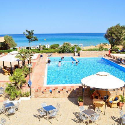 Zwembad van Hotel Club Eloro in Noto, SicilieZwembad van Hotel Club Eloro in Noto, Sicilie