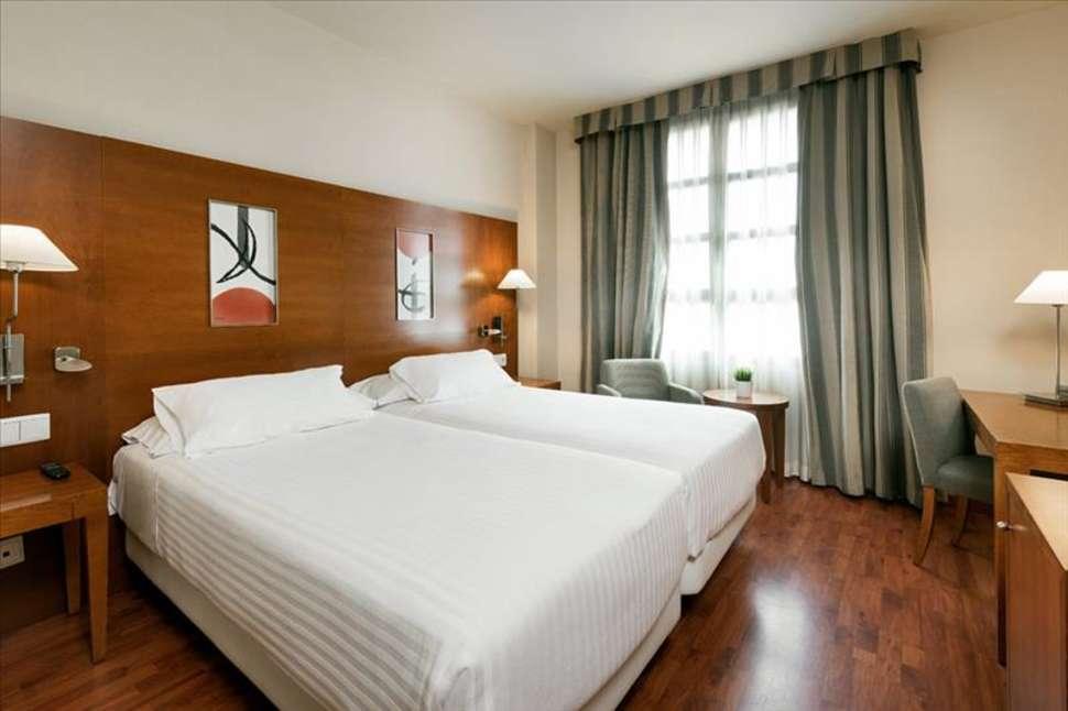 Hotelkamer van NH Hotel Valencia Las Artes in Valencia, Spanje