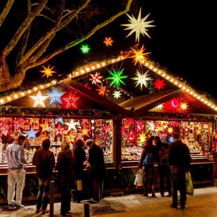 Kerststalletje op de kerstmarkt van Munster in Duitsland