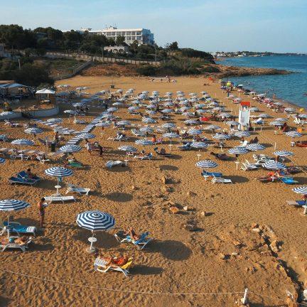 Strand bij Hotel Club Eloro in Noto, Sicilie