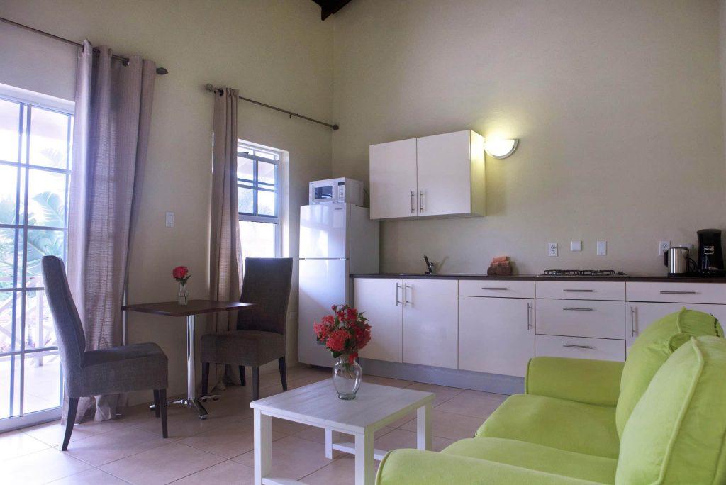 Keuken van een appartement van Curinjo Resort in Willemstad, Curacao