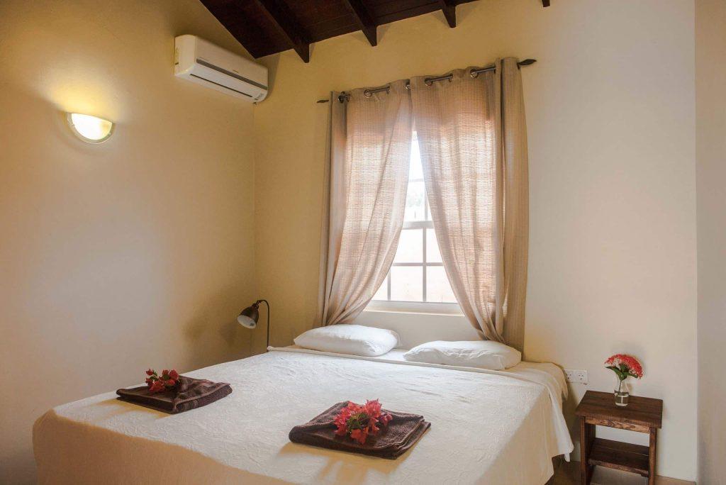 Slaapkamer van een appartement van Curinjo Resort in Willemstad, Curacao
