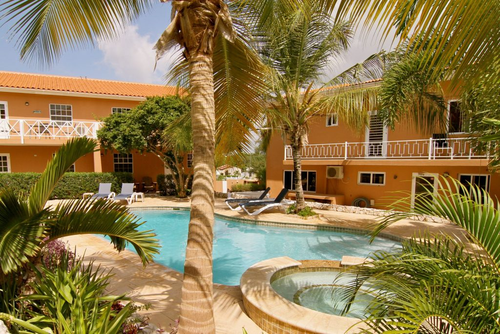 Zwembad van Curinjo Resort in Willemstad, Curacao