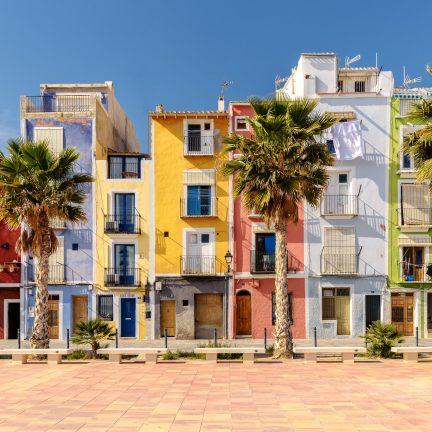 Kleurrijke huizen in Villajoyosa, Spanje
