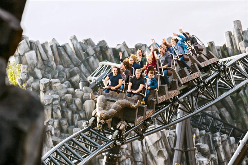 Achtbaan in attractiepark Phantasialand in Duitsland