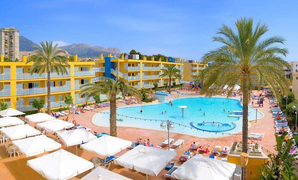 Zwembad van appartementen Terralta in Benidorm, Spanje
