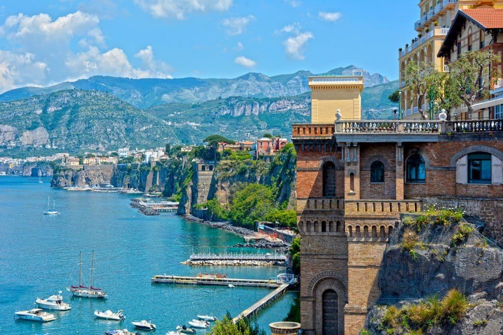De kust van Sorrento in Italië