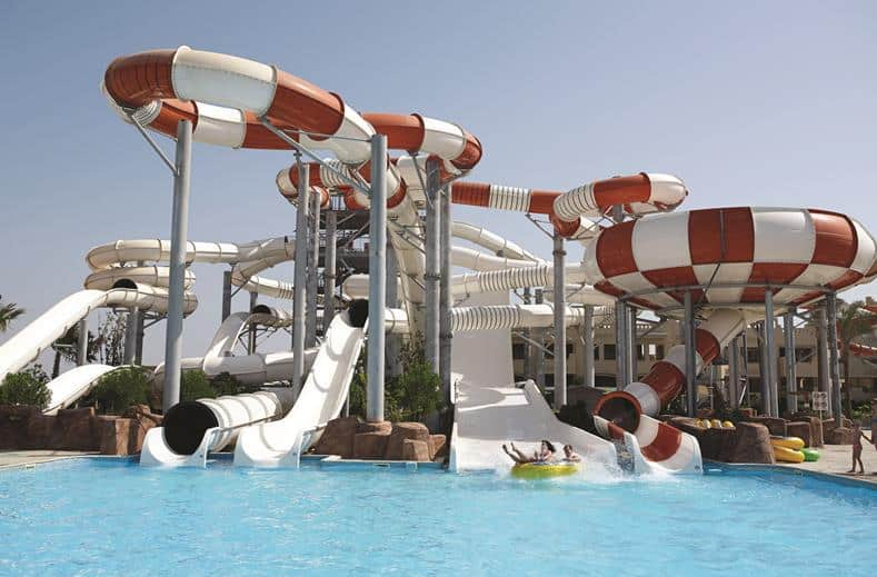 Glijbanen van SPLASHWORLD Coral Sea Waterworld in Sharm el Sheikh, Egypte