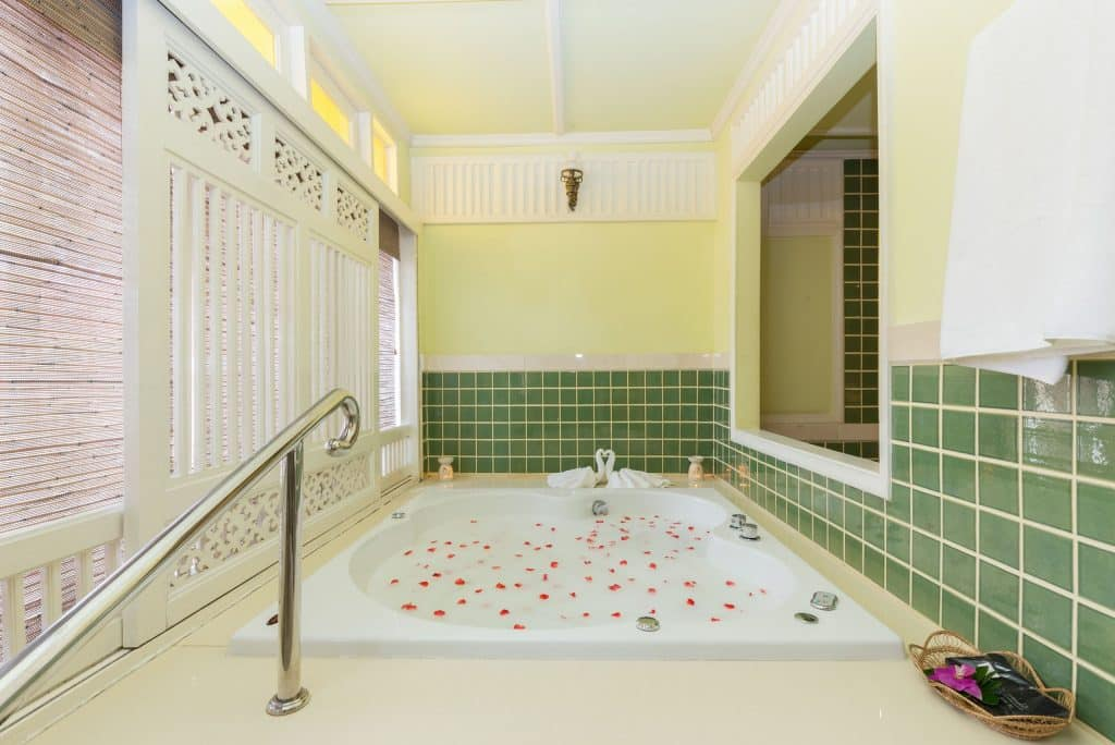 Jacuzzi van Wora Bura Hua Hin Resort en Spa in Hua Hin, Thailand