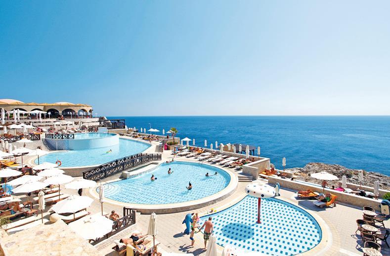 Zwembaden van Kalithea Horizon Royal in Kalithea, Rhodos
