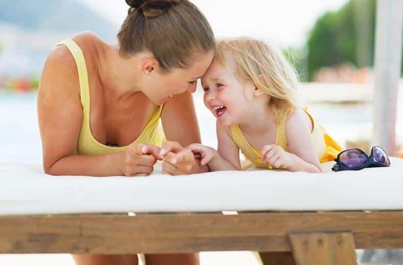 Moeder met kind in TIME TO SMILE Artemis in Kos-stad, Kos