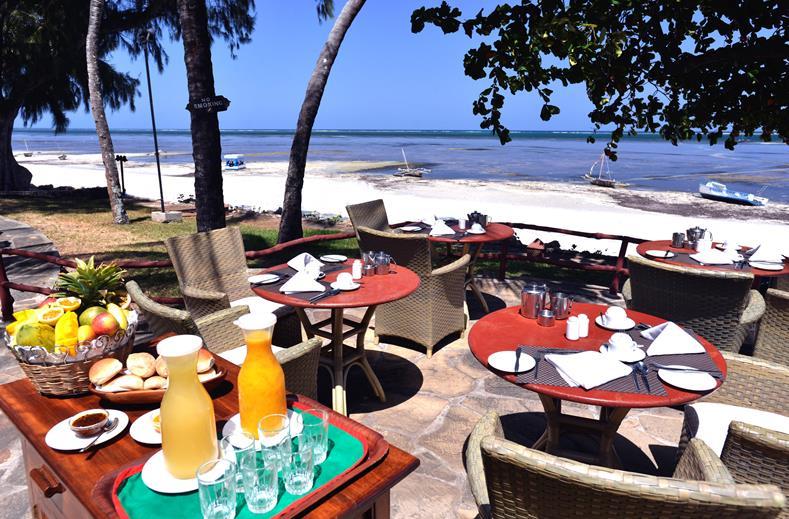 Ontbijt aan zee van Severin Sea Lodge in Mombasa, Kenia