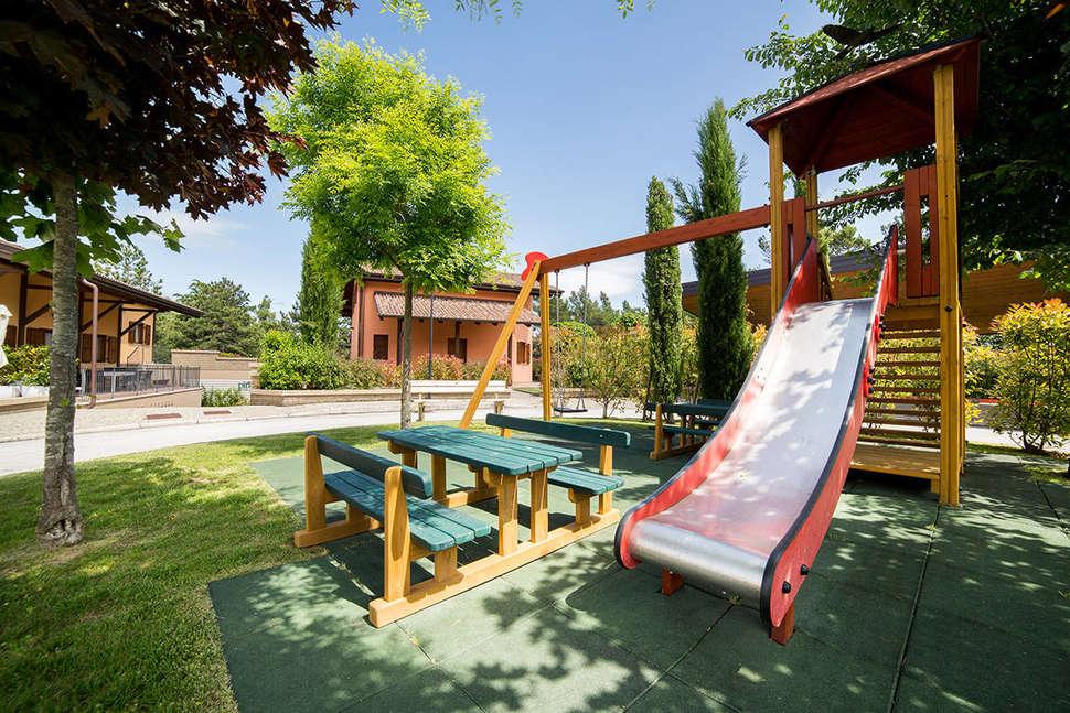 Speeltuin van Case Vacanze Pinonero in San Severino Marche, Italië