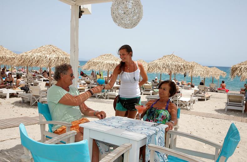 Strand met terras van TIME TO SMILE Artemis in Kos-stad, Kos