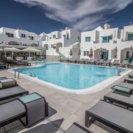 Zwembad van TIME TO SMILE Guinate Club in Puerto del Carmen, Lanzarote