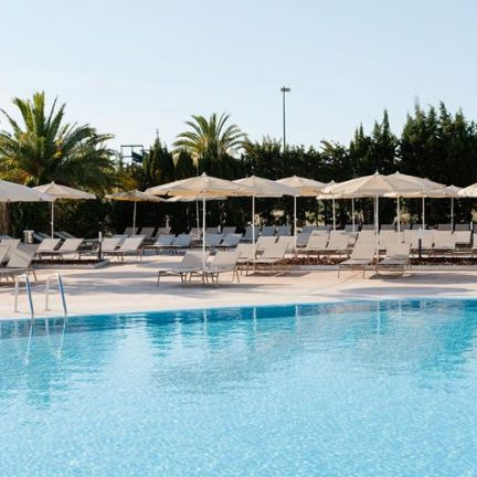 Zwembad van Alua Soul Alcudia Bay in Alcudia, Mallorca