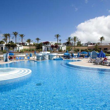 Zwembad van Bungalows Club Playa Blanca in Playa Blanca, Lanzarote