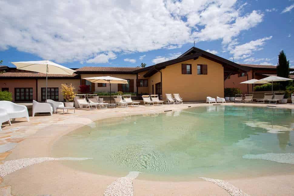Zwembad van Case Vacanze Pinonero in San Severino Marche, Italië