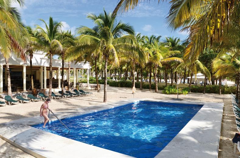 Zwembad van RIU Lupita in Playa del Carmen, Mexico