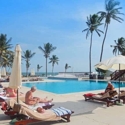 Zwembad van hotel Sun Beach in Cape Point, Gambia