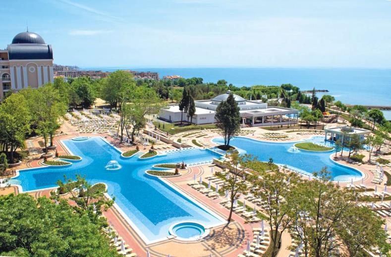 Zwembaden van ClubHotel RIU Helios Paradise in Sunny Beach, Bulgarije