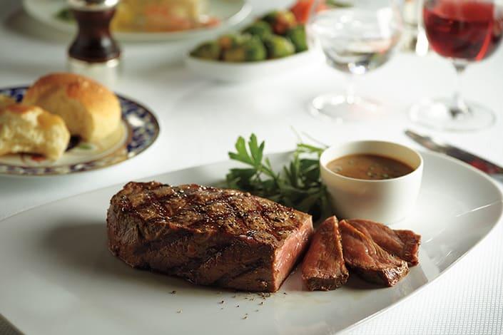 Diner van MS Koningsdam in Oslo, Noorwegen