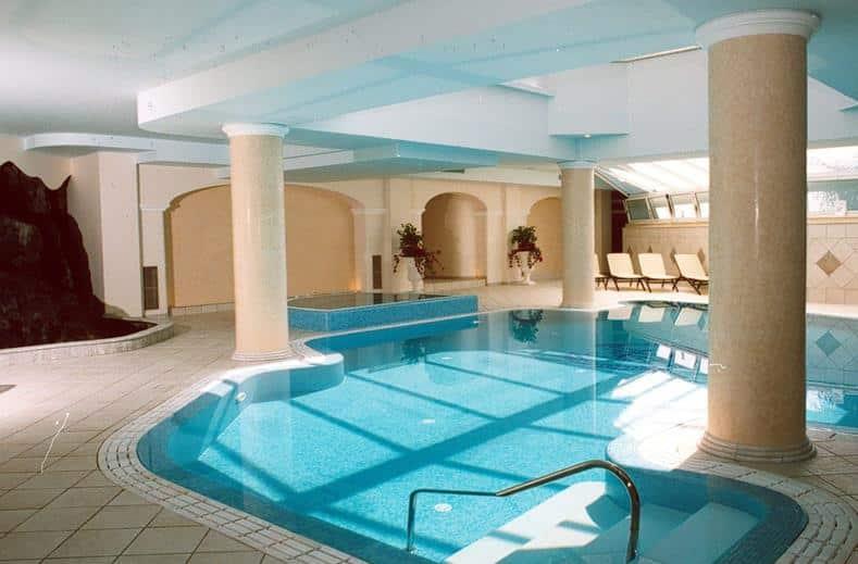 Binnenbad van Hotel S'Alphio Garden in Giardini-Naxos, Sicilië