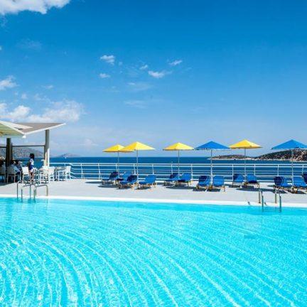 Zwembad van Hotel Coral in Agios Nikolaos, Kreta