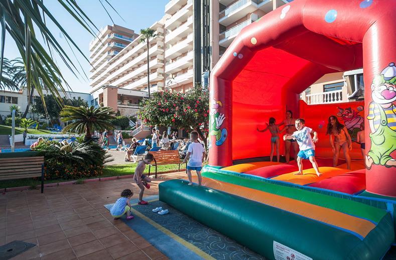 Springkussen van Hotel Triton in Benalmadena, Spanje