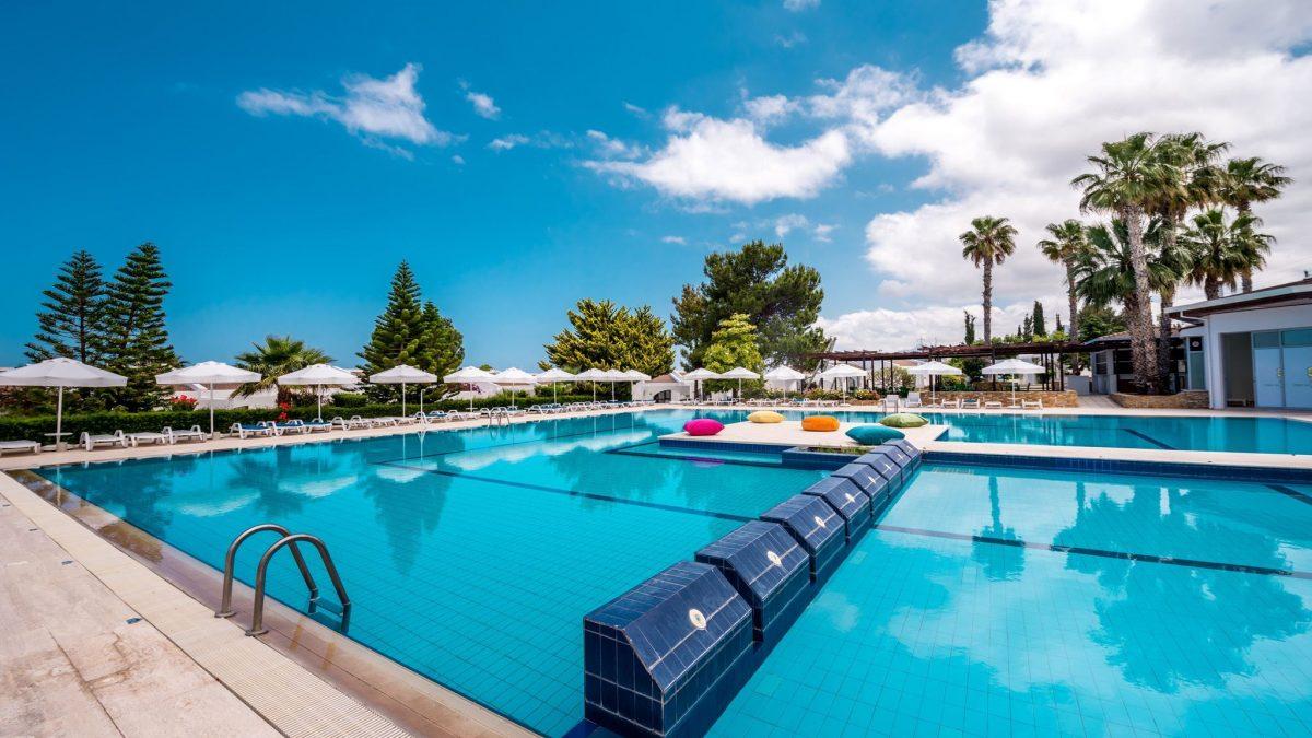 Zwembad van Olive Tree in Kyrenia, Cyprus