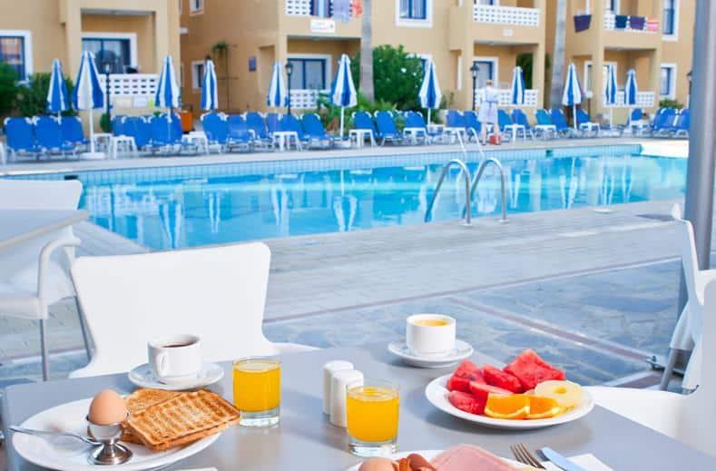 Ontbijt van Damon Kefalos in Paphos, Cyprus