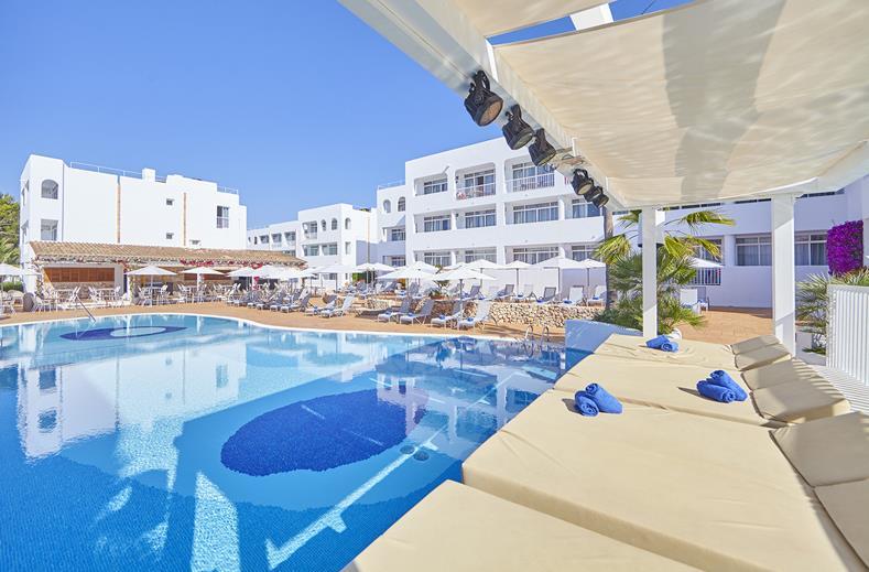 Zwembad van Prinsotel Alba in Cala d'Or, Mallorca