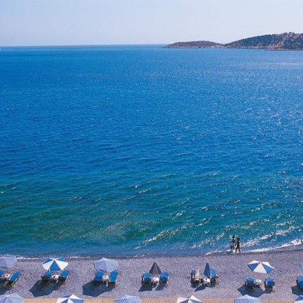 Zee en strand bij Hotel Coral in Agios Nikolaos, Kreta